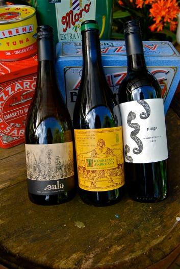 Salo Chardonnay 2010, Valentini Trebbiano d'Abruzzo 2008, Pinga Tempranillo 2009